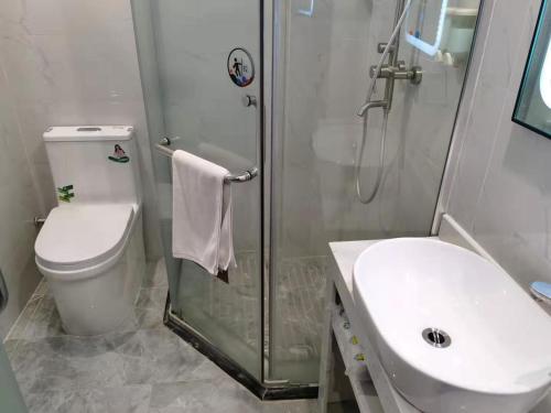 7天优品·广州广园客运站店的一间浴室
