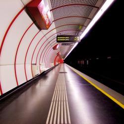 南蒂罗尔广场 - 中央地铁站