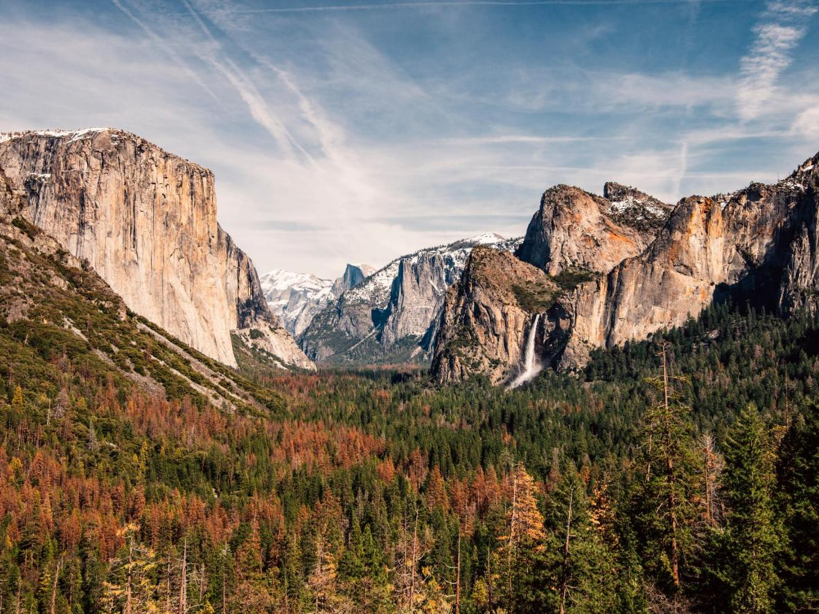 优胜美地国家公园里的巨型花岗岩峭壁