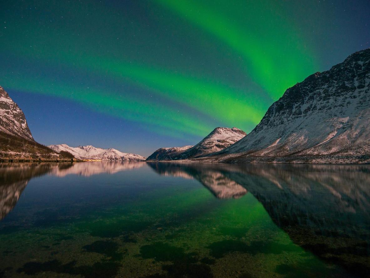 特罗姆瑟上空的北极光