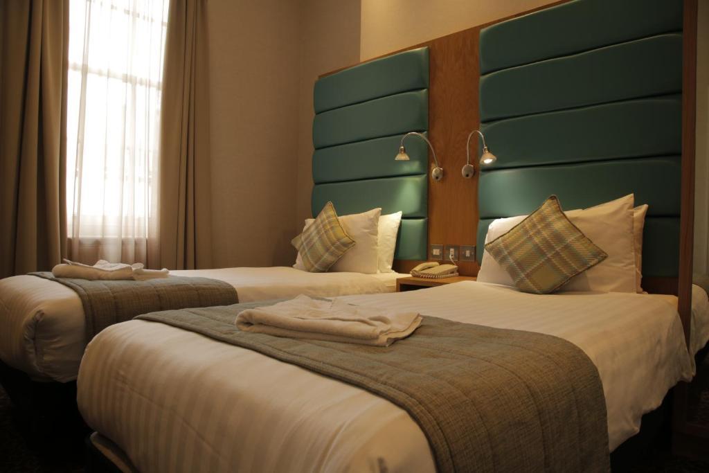 贝尔格莱维亚公园大道酒店客房内的一张或多张床位