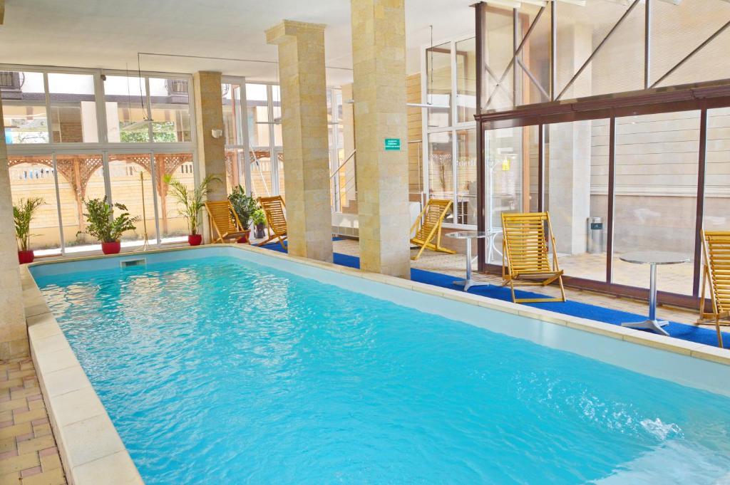 Kiparis Hotel内部或周边的泳池
