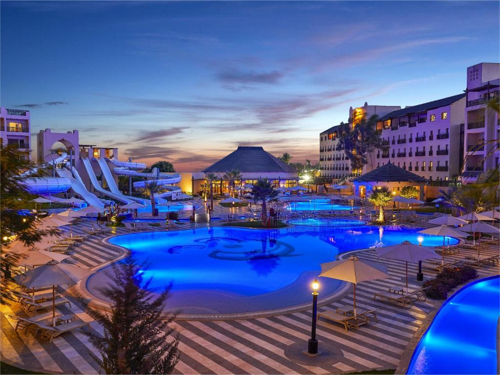 施泰根贝格尔水盈魔幻红海酒店内部或周边泳池景观