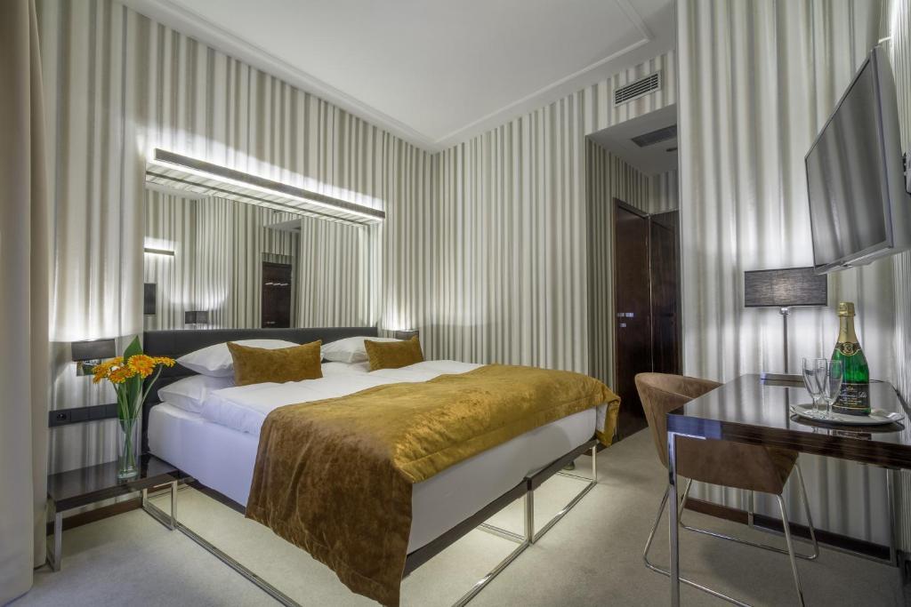 克雷门庭酒店客房内的一张或多张床位