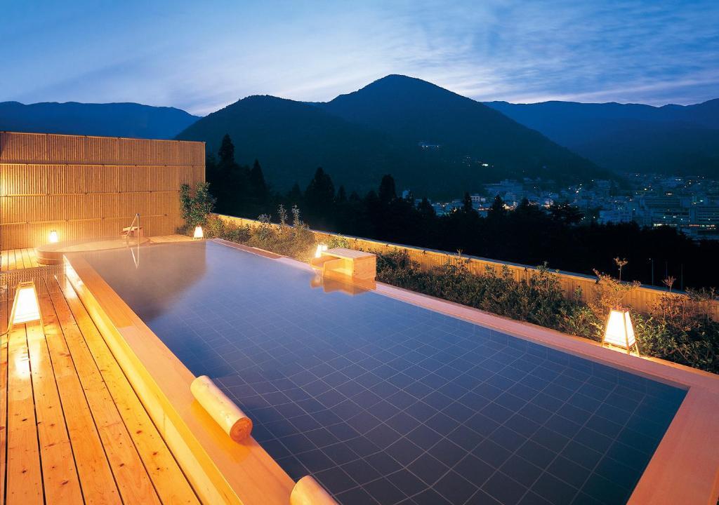 日下石竹日式旅馆内部或周边的泳池