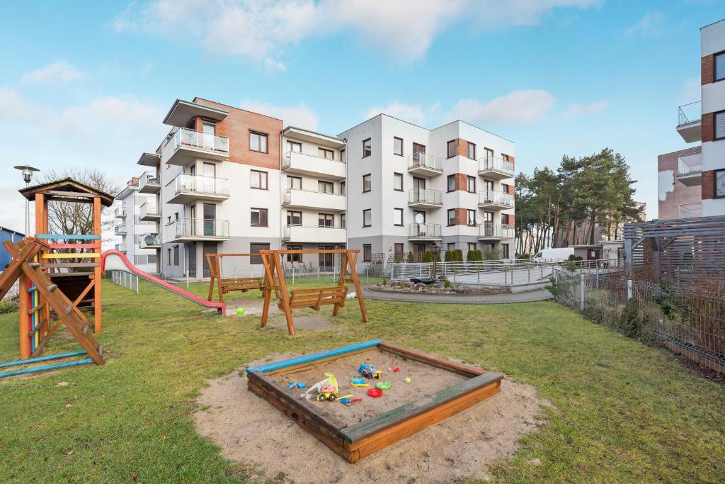 Apartamenty Apartinfo Centrum Władysławowo的儿童游玩区
