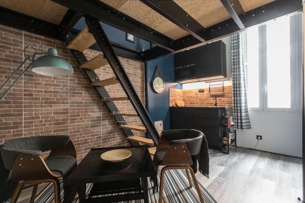 Mezzanine Studio near Monaco的休息区