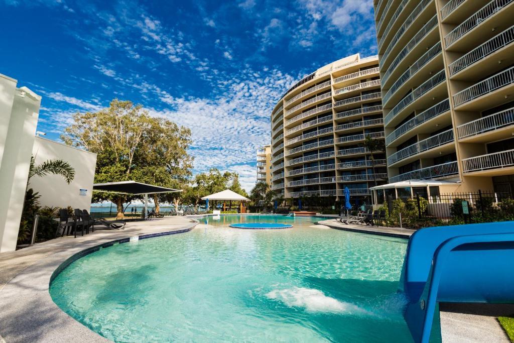 双子座度假酒店内部或周边的泳池