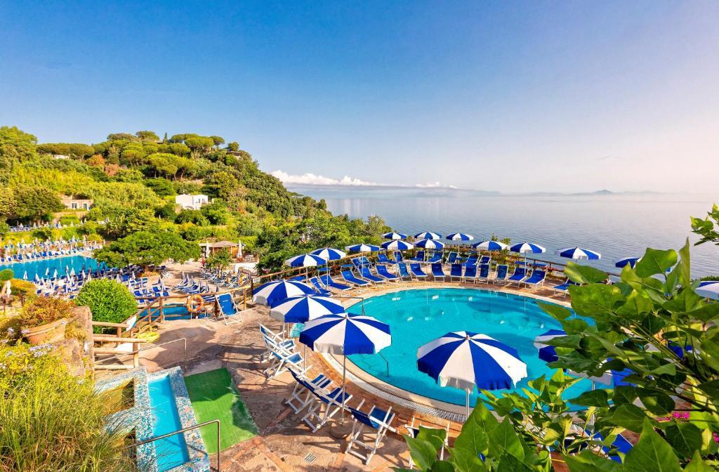 郎世宁奥赛酒店内部或周边泳池景观