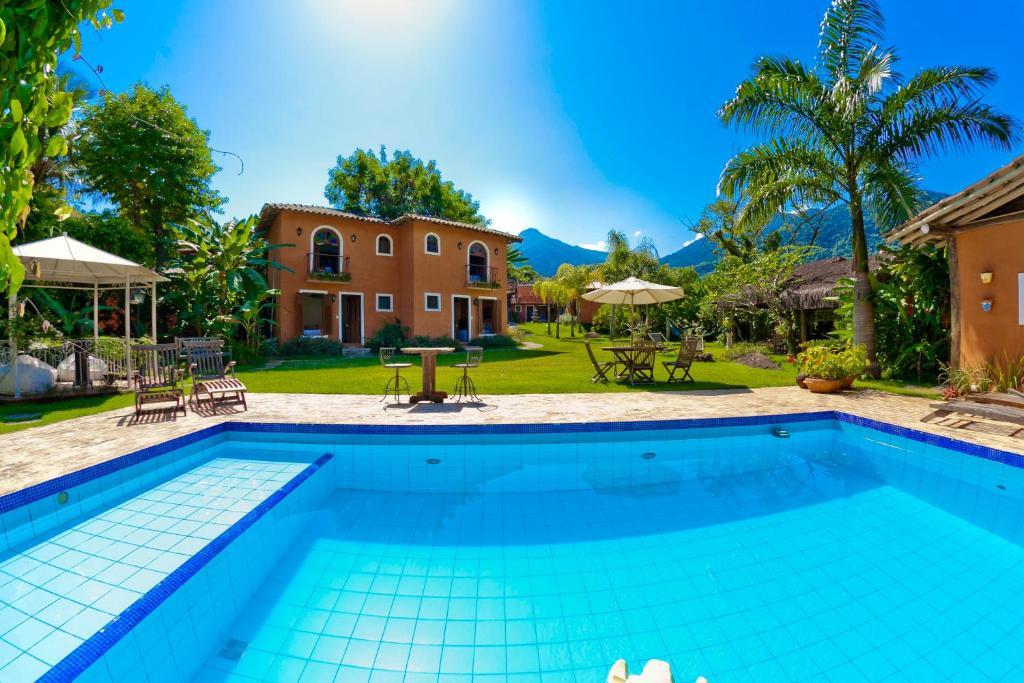 普萨达泰拉玛德酒店内部或周边的泳池