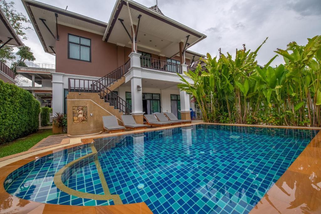 Anda Lamoon Villa Ao Nang内部或周边的泳池