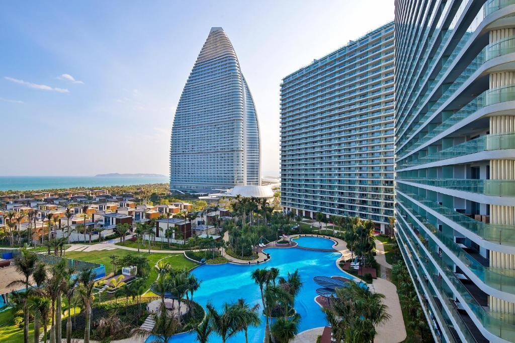 三亚海棠湾尼尔亚特海景度假公寓(毗邻亚特兰蒂斯水世界、免税城,离沙滩150米)内部或周边泳池景观