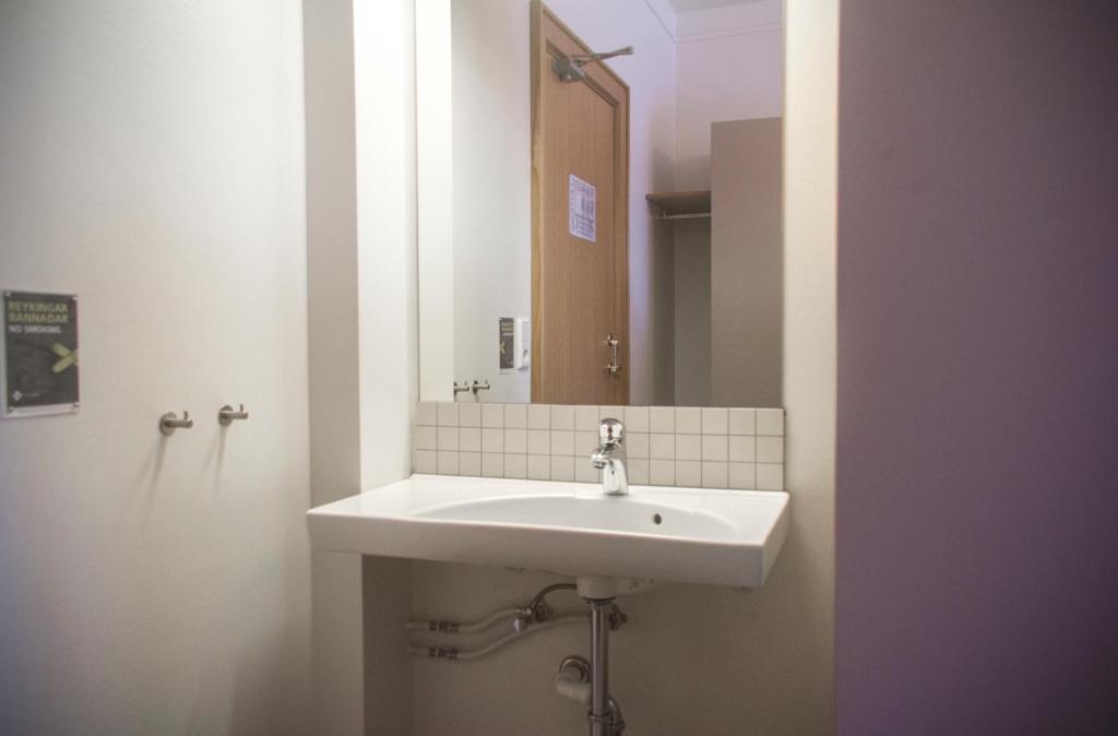 青年旅舍的一间浴室