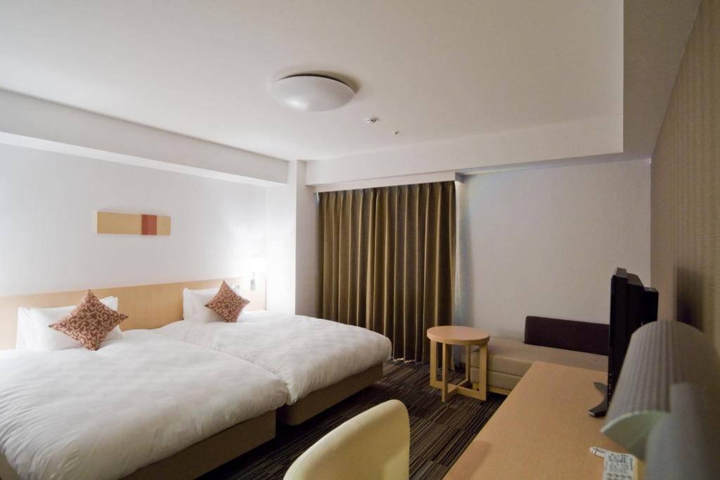 大阪上本町大和ROYNET酒店客房内的一张或多张床位