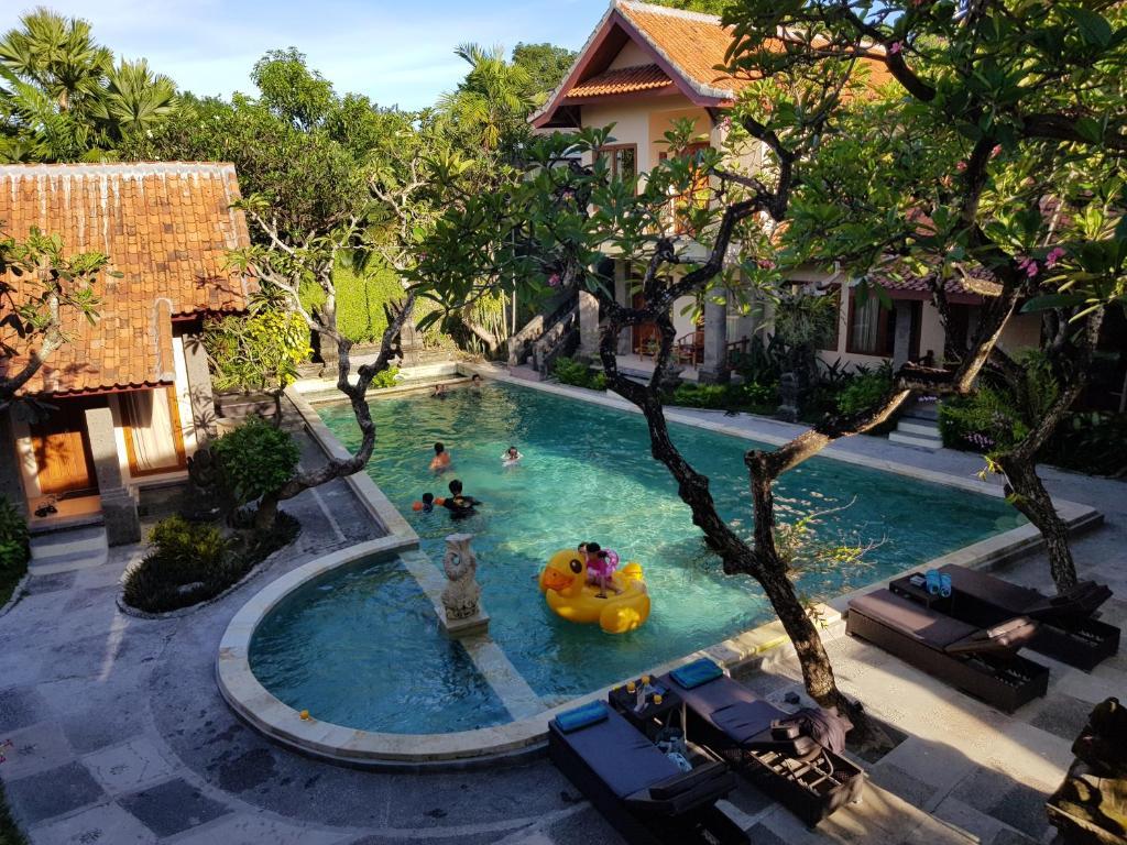 普瑞梅沙瑞酒店内部或周边泳池景观