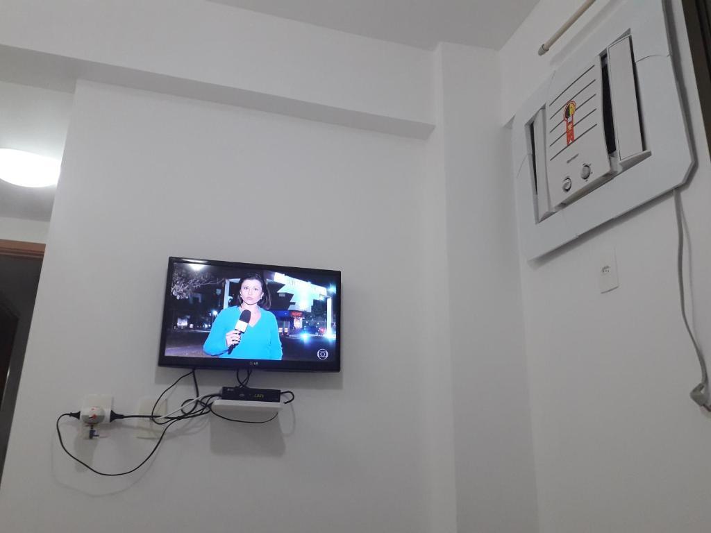 Linda Vista no Recreio的电视和/或娱乐中心