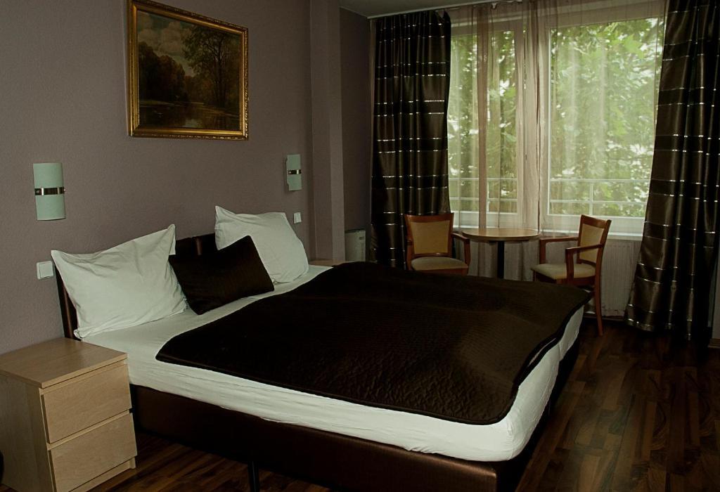 列维酒店客房内的一张或多张床位