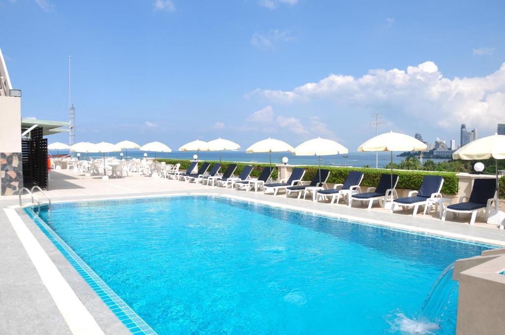 弗雷珀尔洛奇酒店内部或周边的泳池