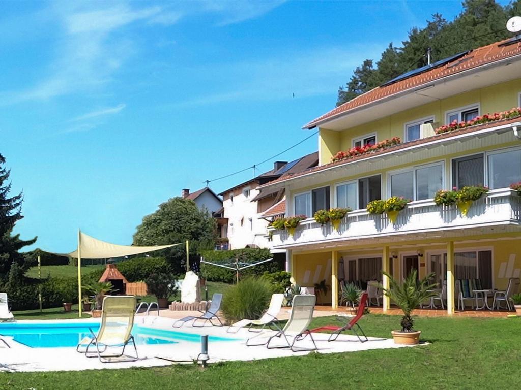 Ferienwohnungen Brezjak内部或周边的泳池