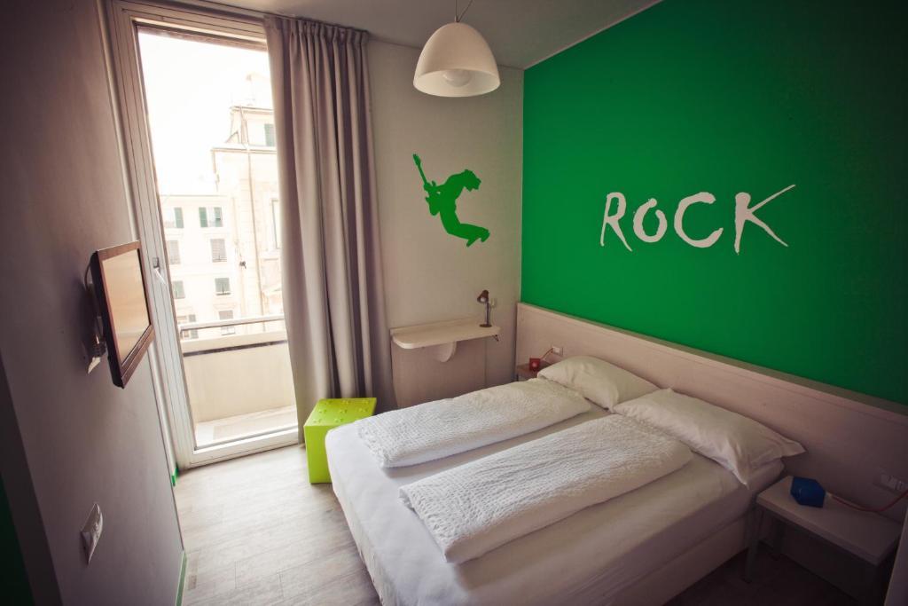 纳罗格酒店客房内的一张或多张床位