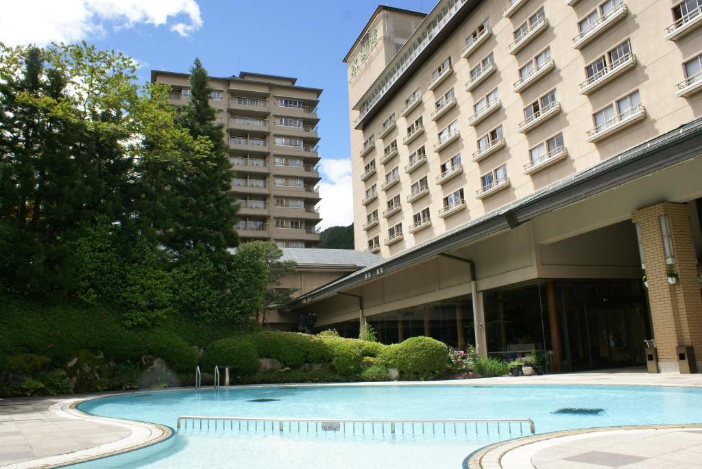 水明馆酒店内部或周边的泳池