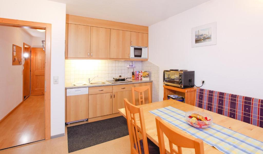 贝特霍尔德公寓的厨房或小厨房