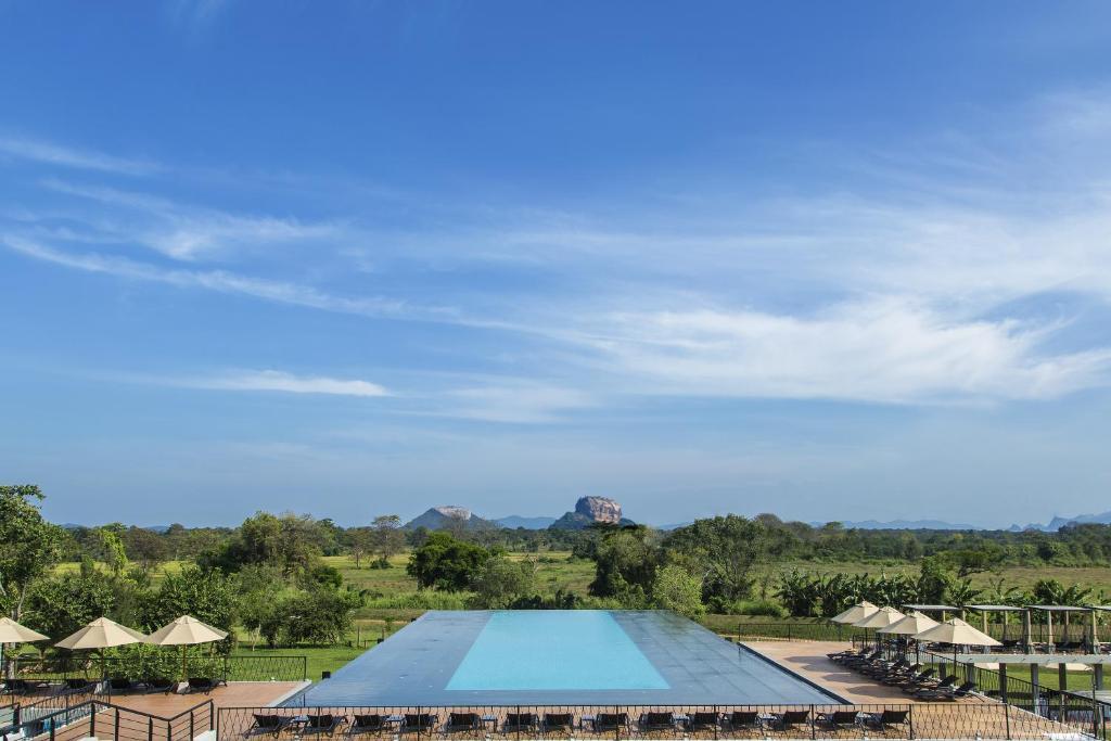 Aliya Resort and Spa或附近游泳池的景色