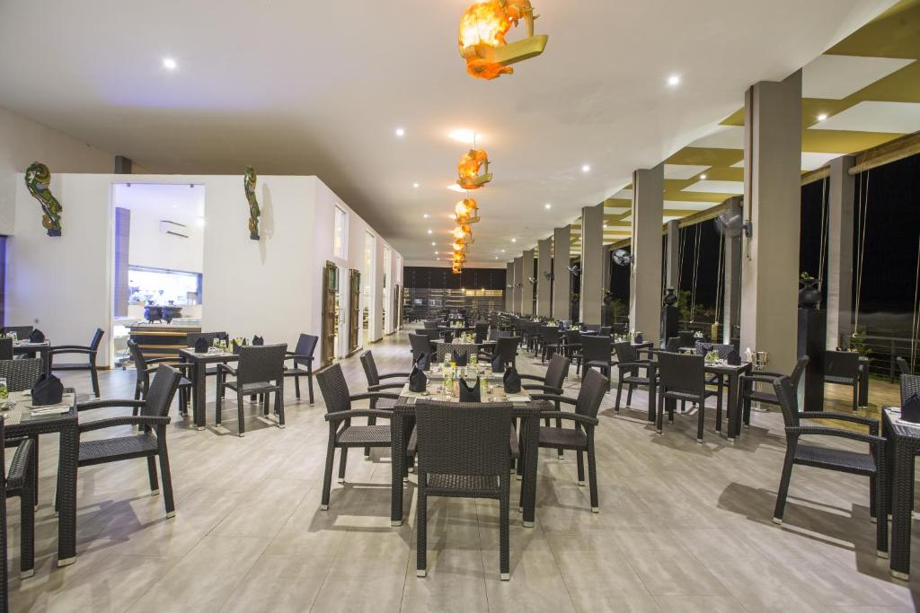 A restaurant or other place to eat at Aliya Resort and Spa