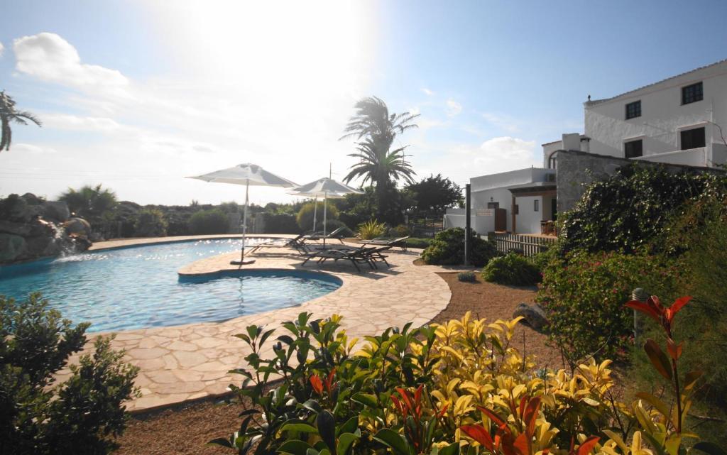 桑朱娜达乡村酒店内部或周边的泳池