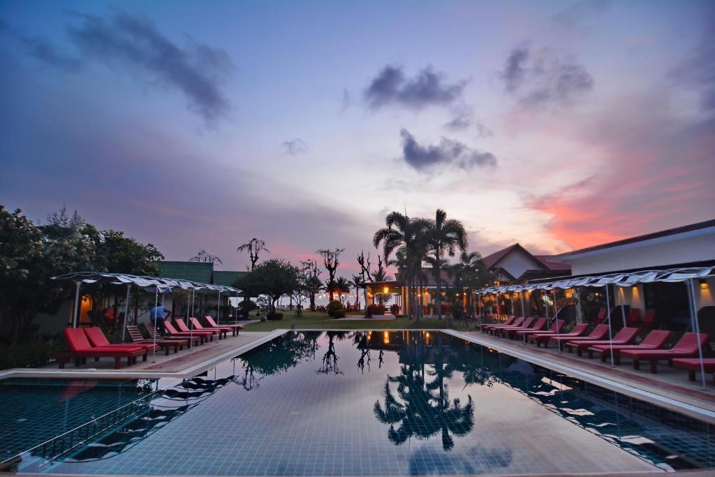 金海湾别墅酒店内部或周边的泳池