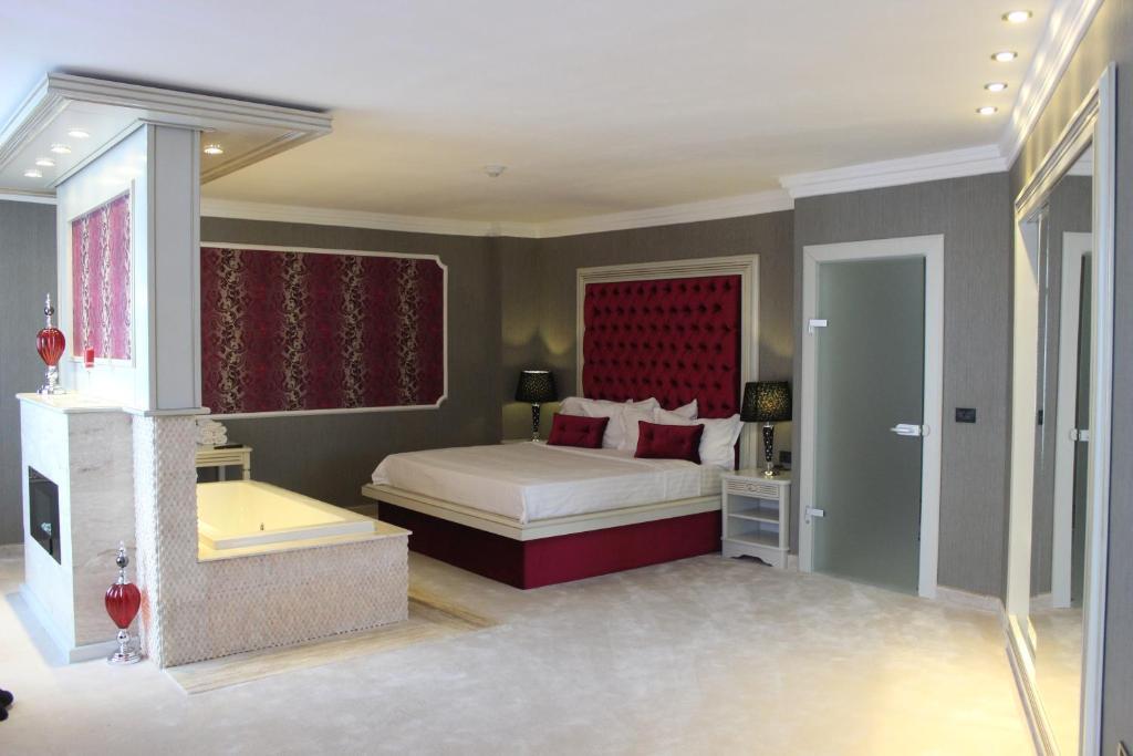 腓尼基大酒店客房内的一张或多张床位
