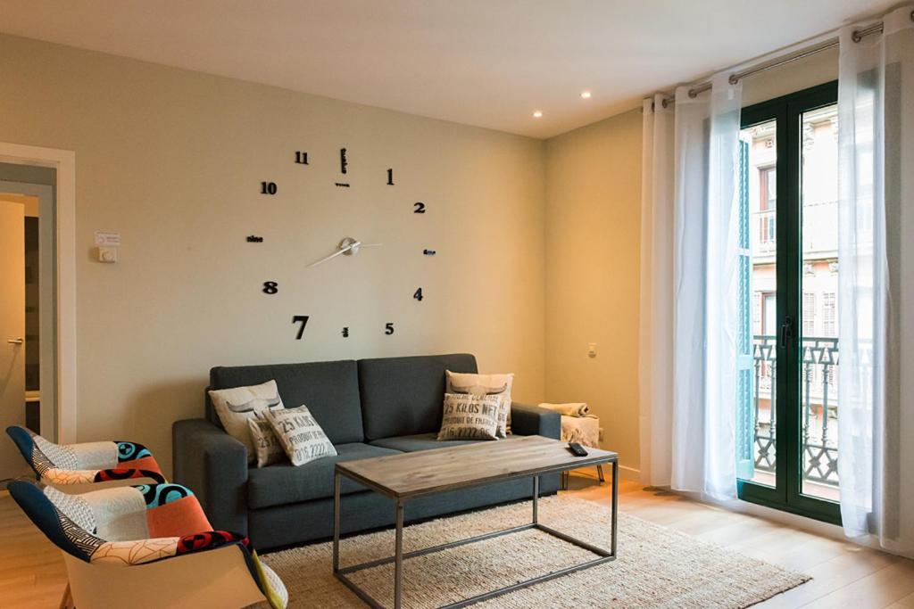 巴塞罗那四花瓣精品公寓的休息区