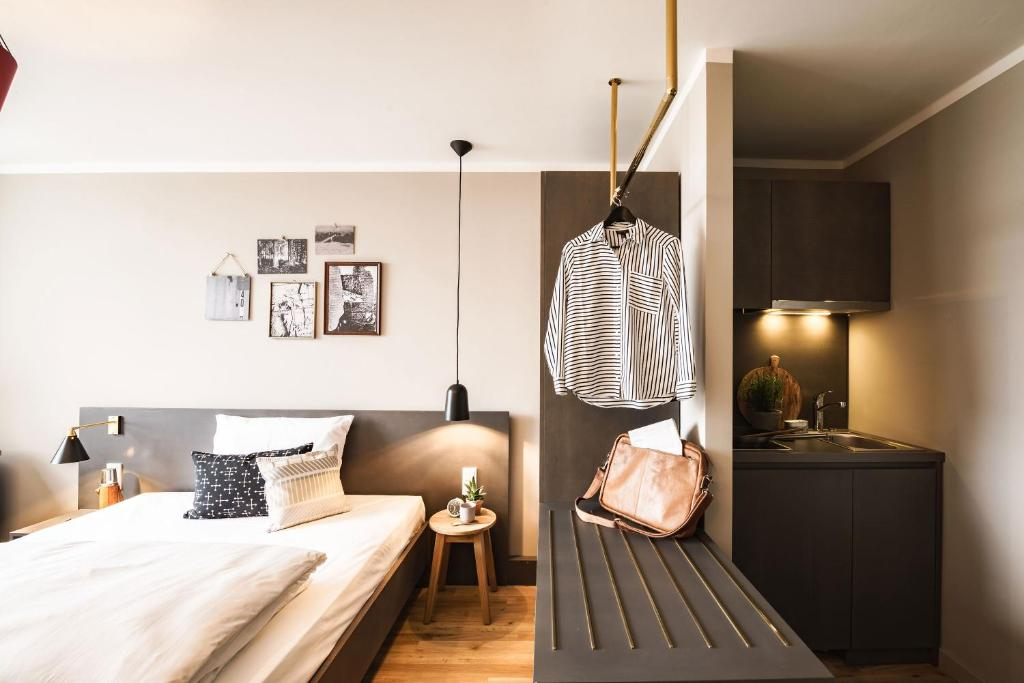 BOLD慕尼黑泽图姆酒店客房内的一张或多张床位
