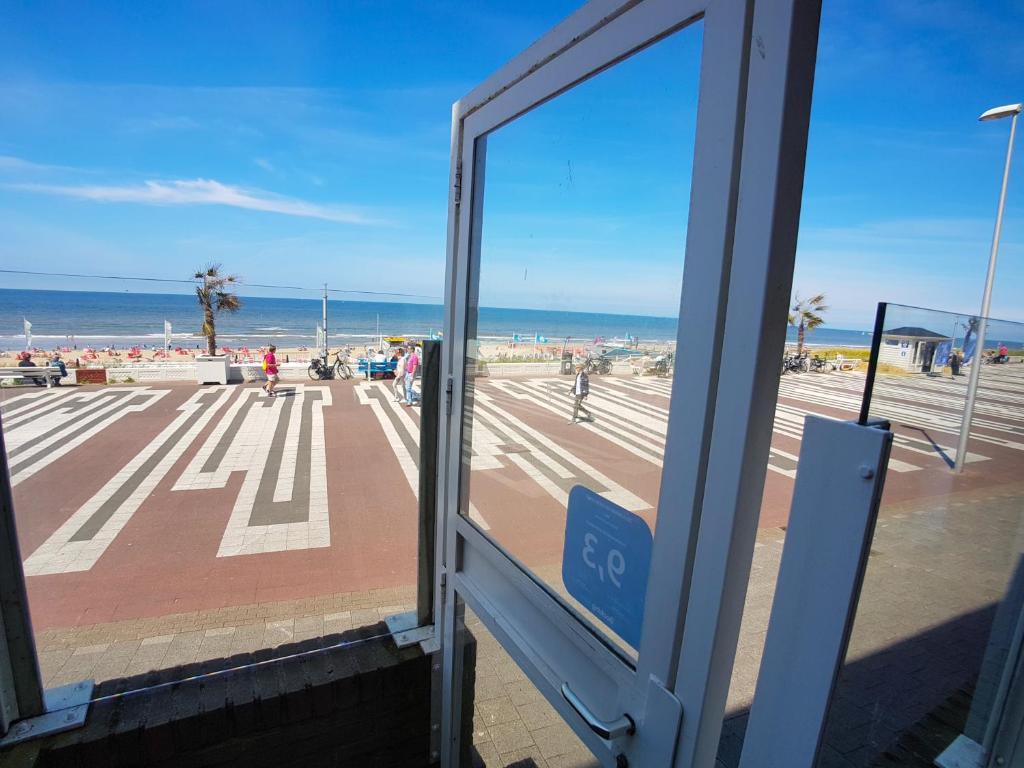 海滩公寓的阳台或露台