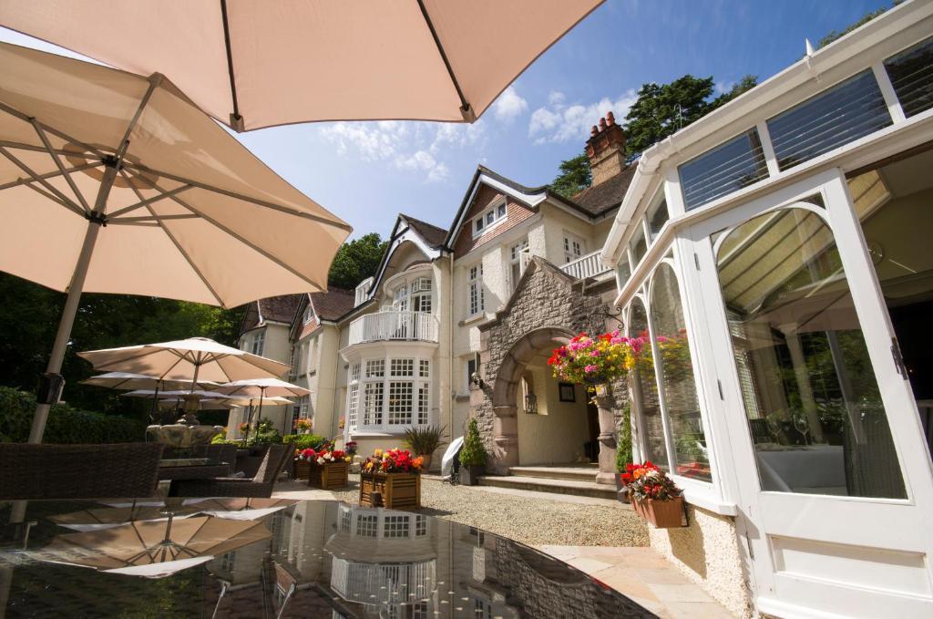 哈顿主教城堡酒店的庭院或其他户外区域