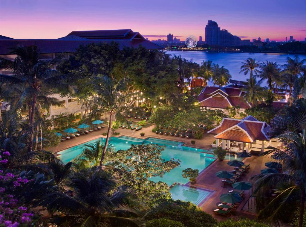 曼谷河畔安纳塔拉度假酒店内部或周边泳池景观