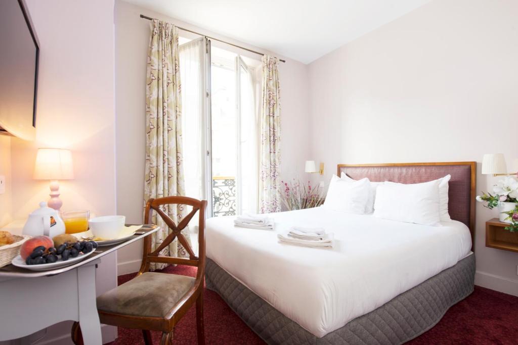 卢浮宫酒店的一间客房