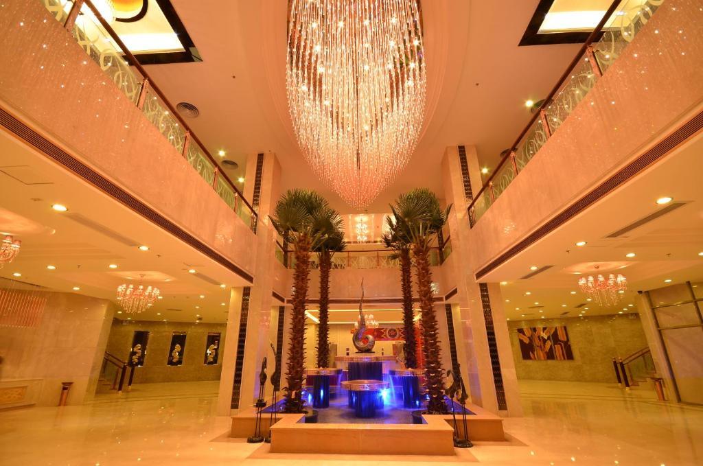 皇马假日大酒店大厅或接待区