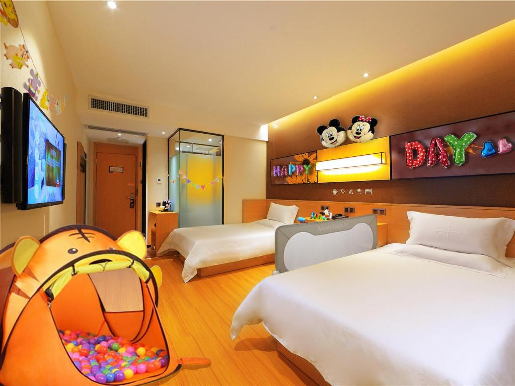 IU Hotel Chongzhou Qinhe Square