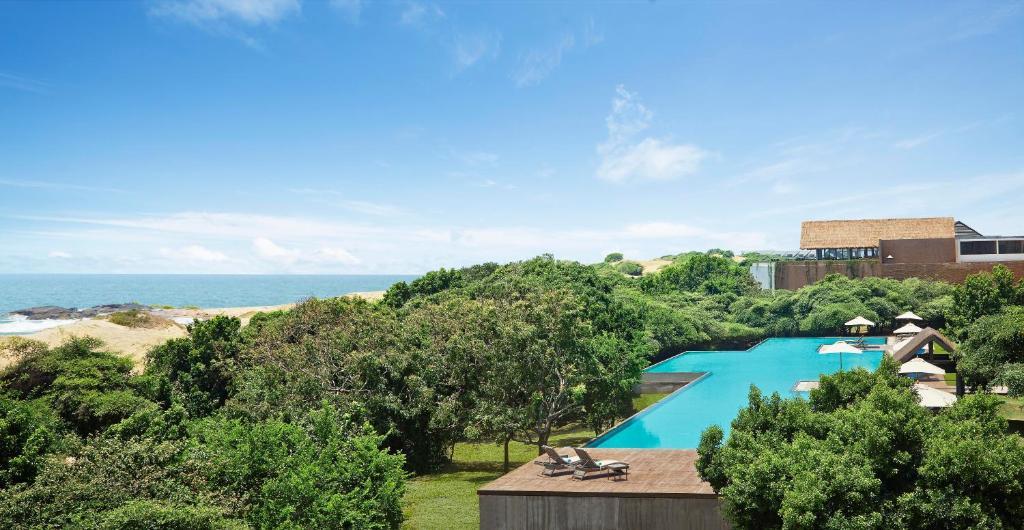 Jetwing Yala游泳池或附近游泳池的风景