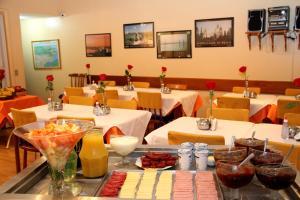 拉尔住宿酒店餐厅或其他用餐的地方