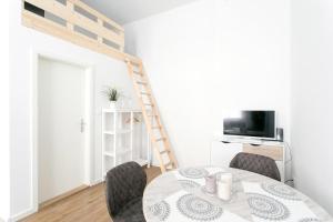 Studio Apartment for 3的电视和/或娱乐中心