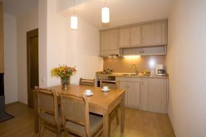 马利纳公寓酒店的厨房或小厨房