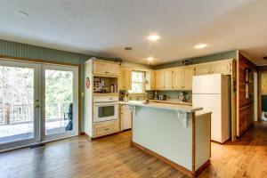 Azalea Breeze的厨房或小厨房