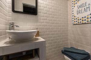 Mezzanine Studio near Monaco的一间浴室