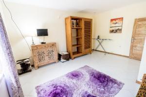 镜洞之家度假屋客房内的一张或多张床位