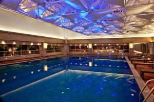 天津天诚丽筠酒店内部或周边的泳池
