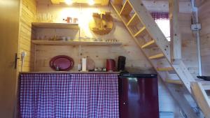 Vacation home SAJRA的厨房或小厨房