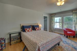 West Bremerton Cozy Home客房内的一张或多张床位