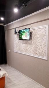 Квартира в центре Пятигорска的电视和/或娱乐中心